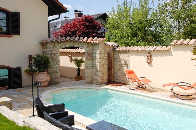 bilder mediterrane gartenmauern – motelindio, Gartenarbeit ideen